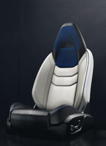 Литые сиденья в Lync 01. Фото: Lync & Co.