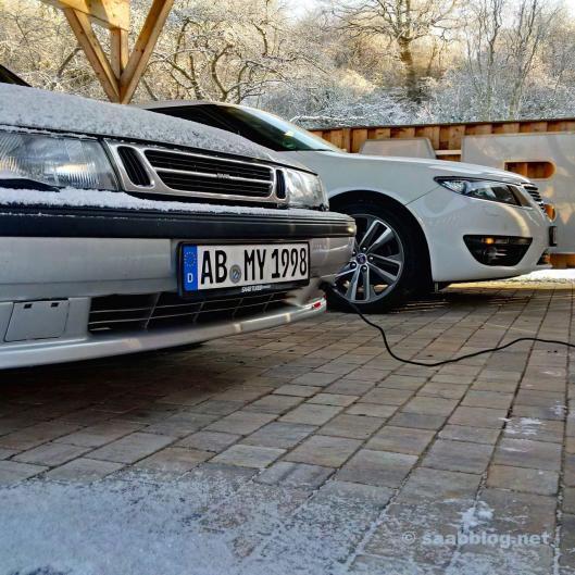 Saab hänger på Calix värmare. 9-5 NG i bakgrunden kan också göra det.