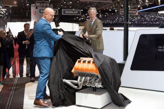 Autosalon Genf, Victor Muller und Christian von Koenigsegg enthüllen den neuen Motor. Foto: Spyker