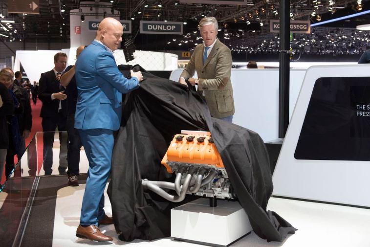 Geneva Motor Show, Victor Muller e Christian von Koenigsegg revelam o novo motor. Foto: Spyker