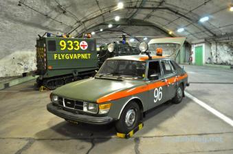 С колесами 4, такими как Saab 99 ...