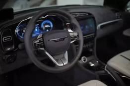 Digitales Cockpit, konventioneller Hebel der Handbremse. Bild: NEVS