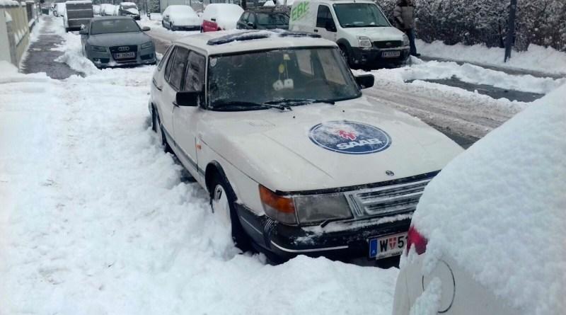 Saab 900 в снегу
