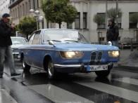 Il settore principale dei veicoli passeggeri è guidato da Heinrich Zimmer nella 1967er BMW 2000CS. Era così lontano con tutte le edizioni del Oldtimerkorsos qui, riceve per il prezzo speciale.