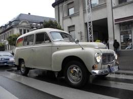 Prominencia fuera de competencia: Ingmar Persson demuestra su dúo Volvo P210 por 1967.