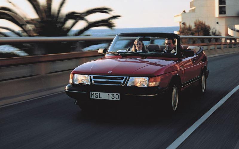 Été! Saab 900 Cabriolet en route vers le sud