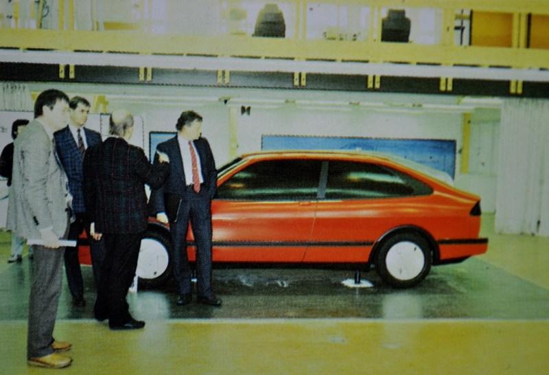 Björn Envall examina el proyecto Saab X68