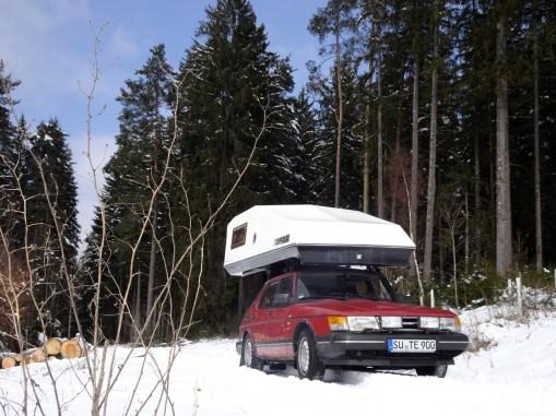 Kamperen in de winter? Geen probleem met een Saab. Foto door Thorsten.