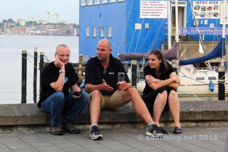 An der Kiellinie. Blogger Tom, Micha und Katrin von Team Lafrentz
