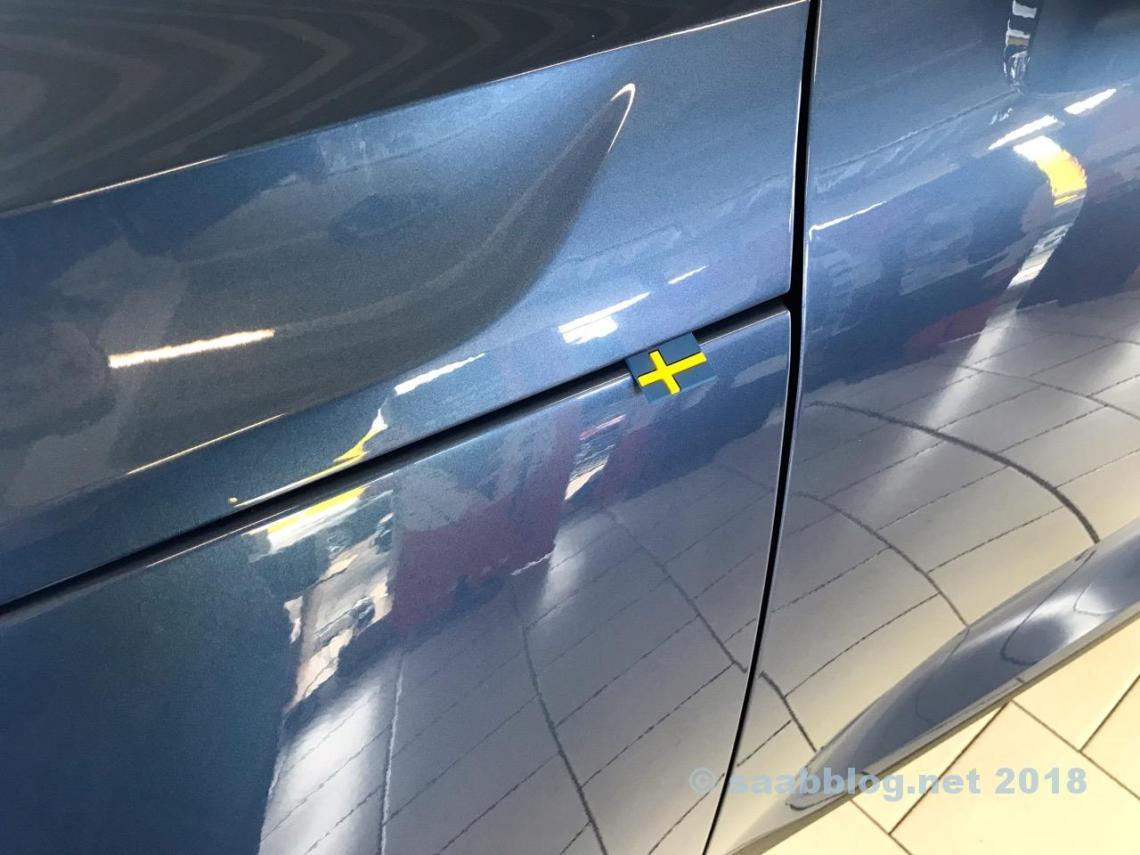 Leuk detail: vlag van Zweden bij de Volvo XC40