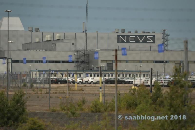 NEVS Logo am Saab Werk. Daran gewöhne ich mich wahrscheinlich nie.