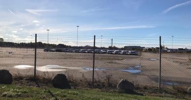 Herbsttage in Trollhättan. Volvo V60 vor der alten Saab Fabrik.