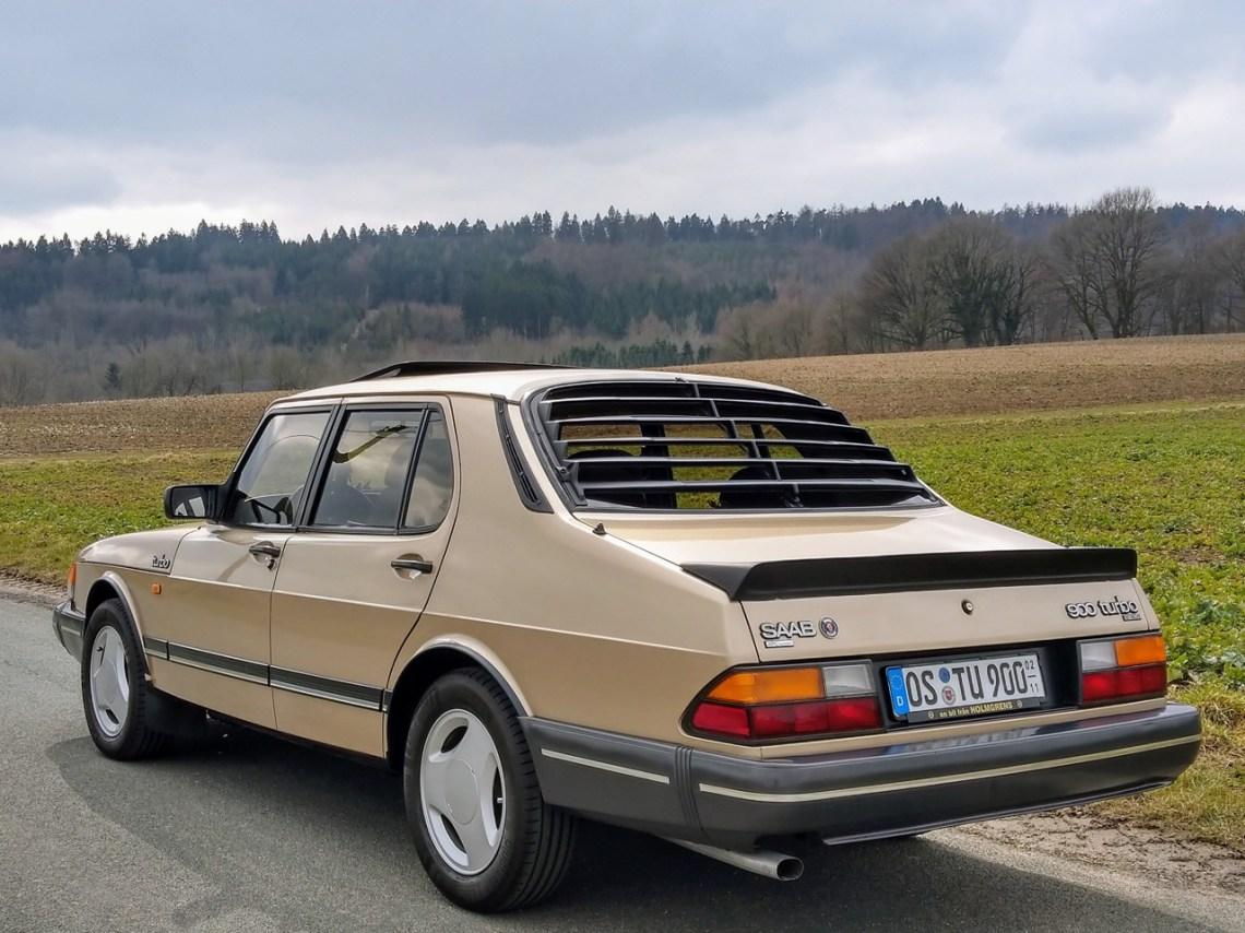 Een zeldzaam lid van zijn geslacht. 900 Turbo Sedan