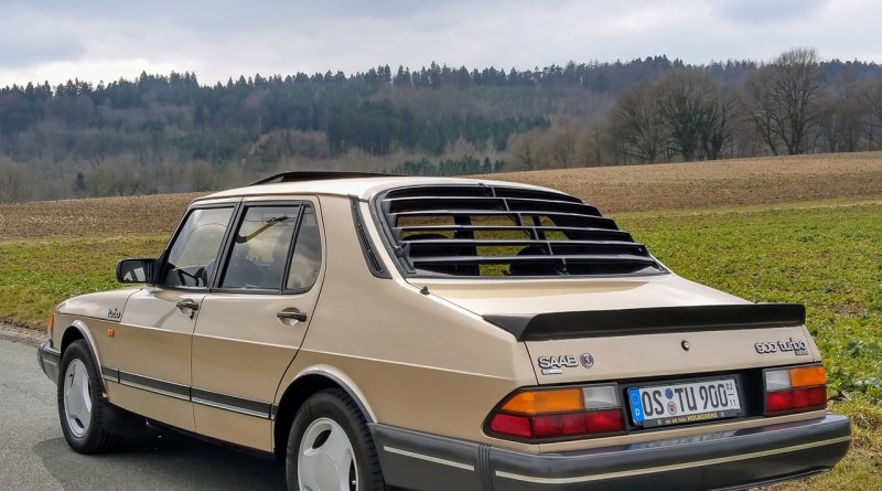 عضو نادر من جنسها. 900 Turbo Sedan