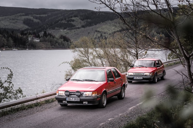 Klassisk från Göta Älv. Saab 9000 CD och Saab 900.