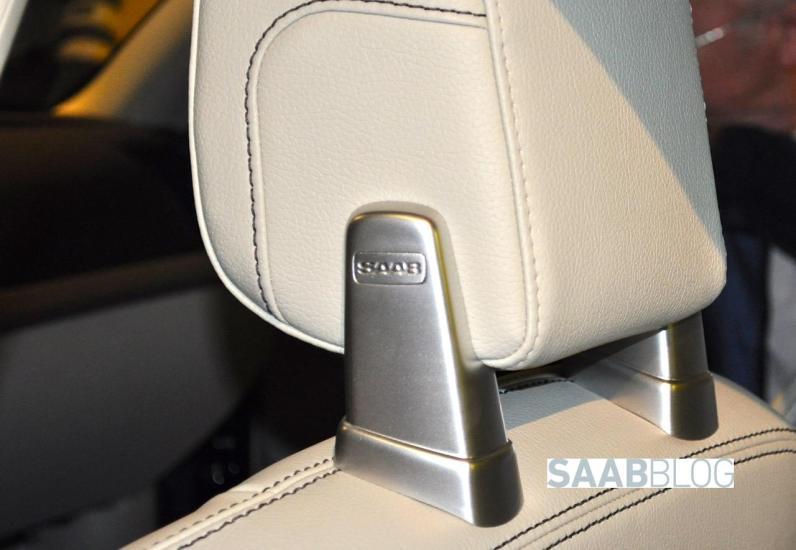 Sério, este é um assento da Volvo com o logotipo da Saab