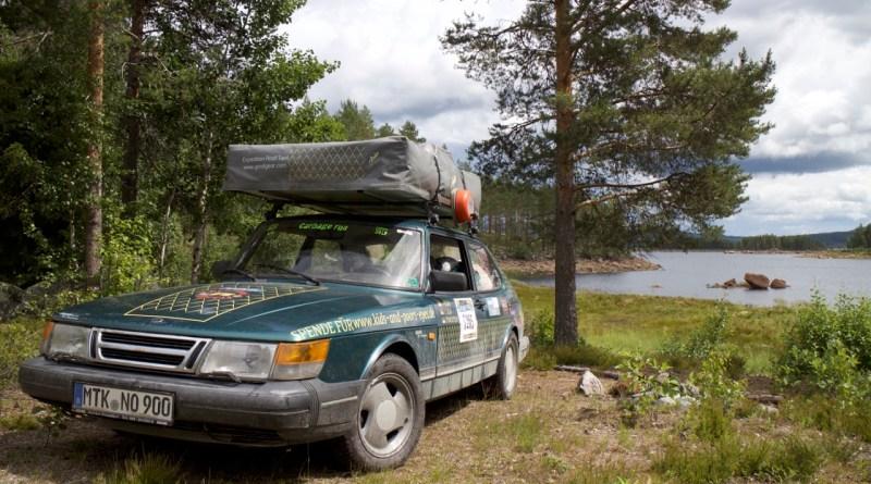 Saab 900 en su entorno natural.