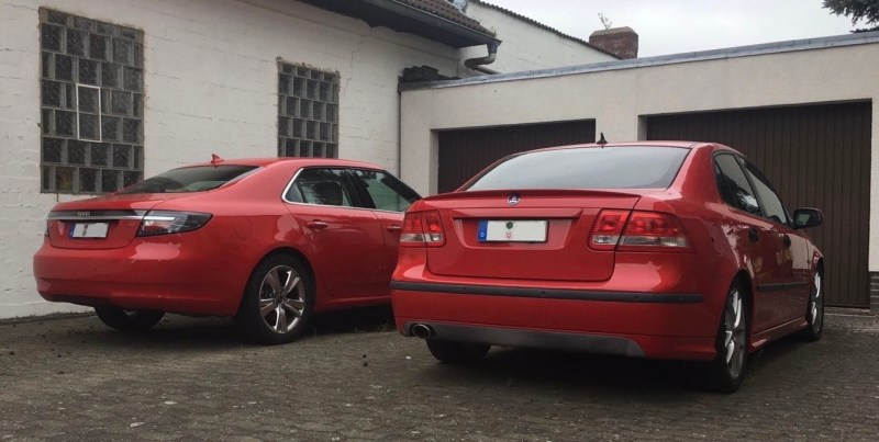 Zwei rote Saabs. Gut so!