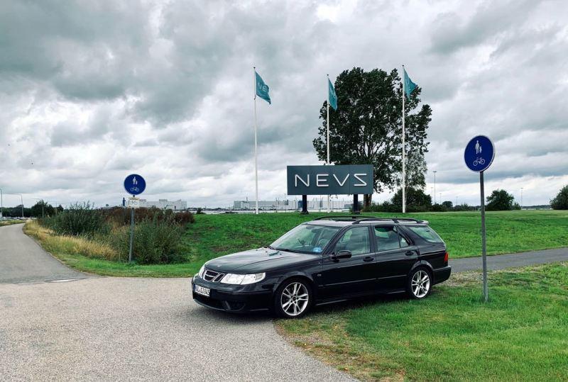 Saab Aero 2004 i Trollhättan framför den tidigare Saab-fabriken