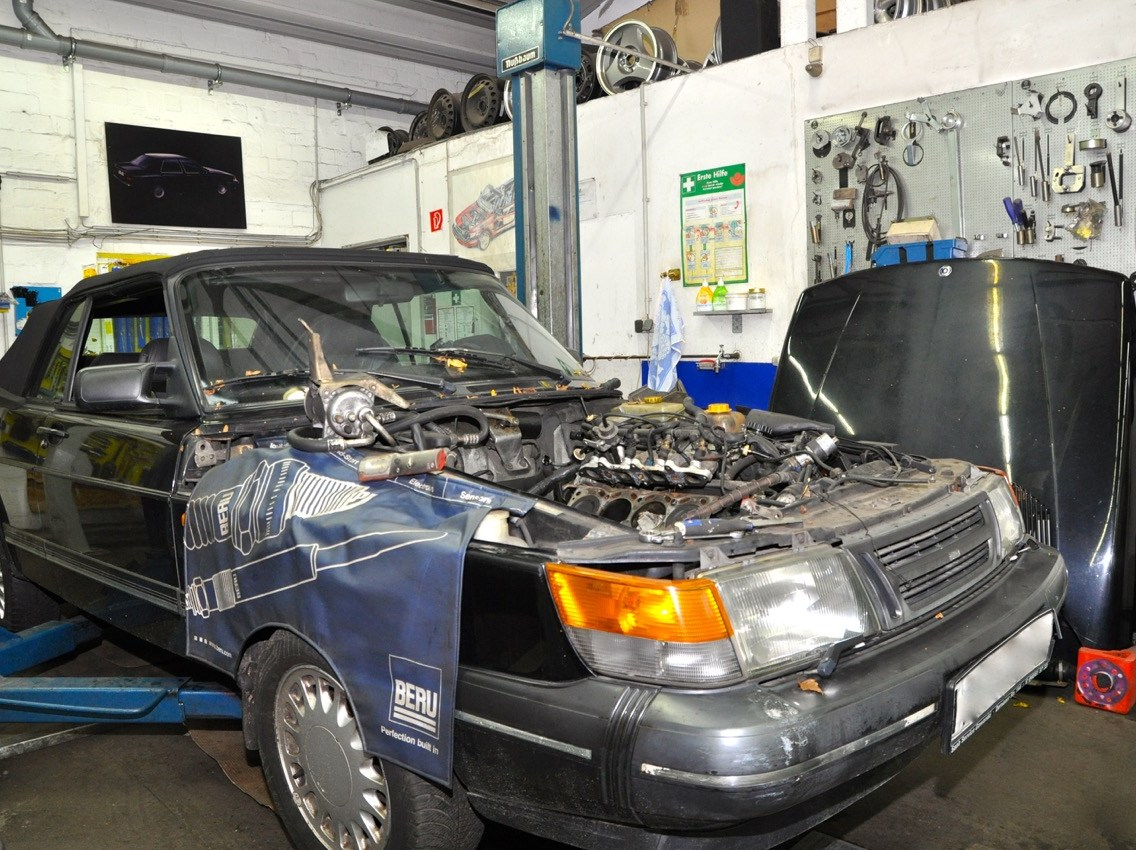 Saab 900 Cabriolet in the workshop