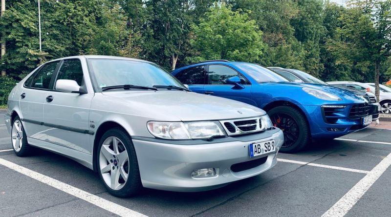 Saab vs. Digitalização. O analógico é definitivamente o carro mais elegante.