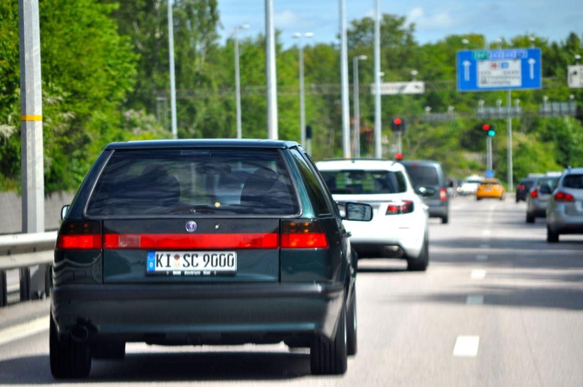 Passeando pela cidade de Trollhättan em Saab