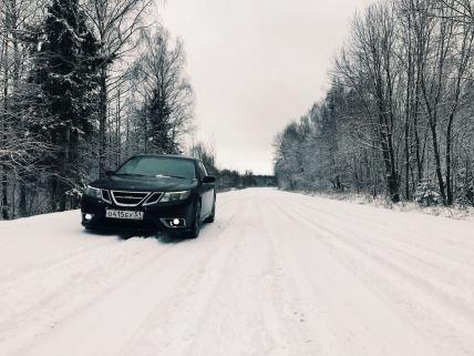 Russland! Schnee, Wälder, Weiten. Und der Saab von Nikov.