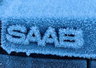 Icy Saab-bokstäver. Bild av Renato från Schweiz.