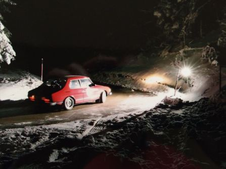 Who drives through ice and snow at night? The Wagenheimer brothers in Saab 99.