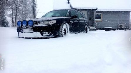 Tom sends us a photo of his 9-5 in the snow