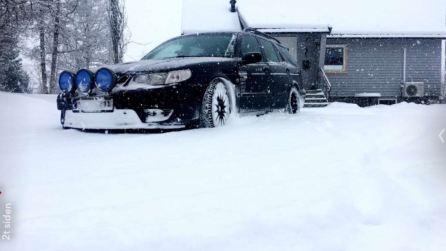 Том присылает нам фото своего 9-5 на снегу