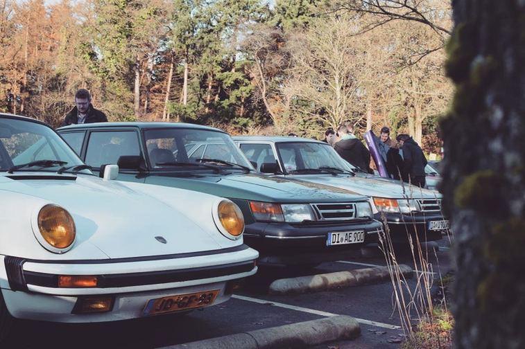Saab, Porsche. Båda vackra klassiker.