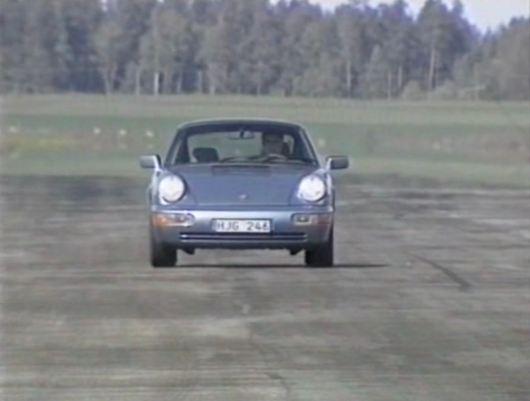 Porsche 911 Carrera 2 en la pista de prueba de Saab