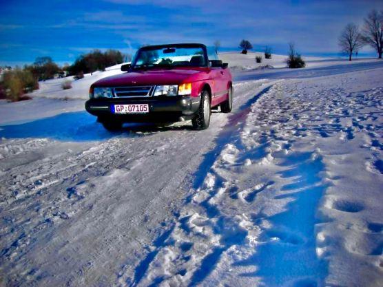 Snö, cabriolet, det blir inte bättre. Harald ute och går på vintern.