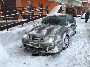 Martins snöiga Saab