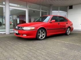Il coraggio di colorare la parte 3. La famosa auto aziendale rossa Saab.