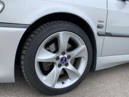 Beleza: as pinças de freio são pintadas em um cinza sutil