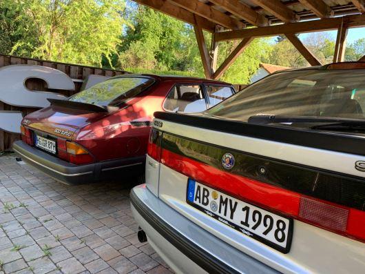 Saab 900 se encuentra con el hombre número 9000, el 9000 es alto.