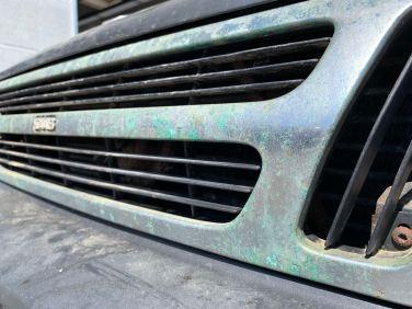 Oxidierter Kühlergrill