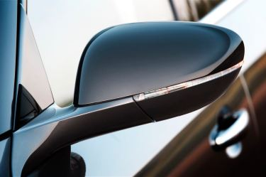 LED indicators in the exterior mirrors