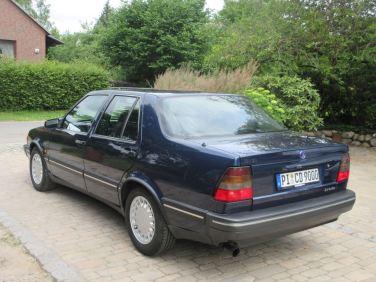 Rear view Saab 9000 CD