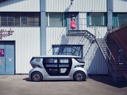 It drives purely electrically, its range is 200 kilometers