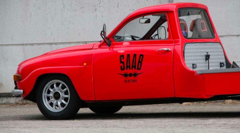 Historisk biltransporter baserad på Saab