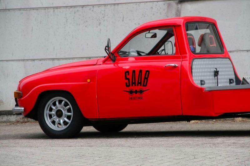 Historischer Autotransporter auf Saab Basis