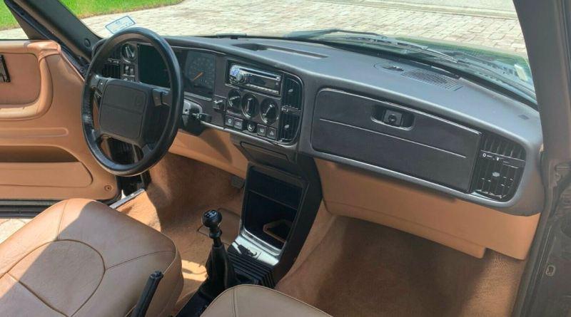 Alguns quilômetros, ano passado de construção. Um Saab 900 S Cabriolet.
