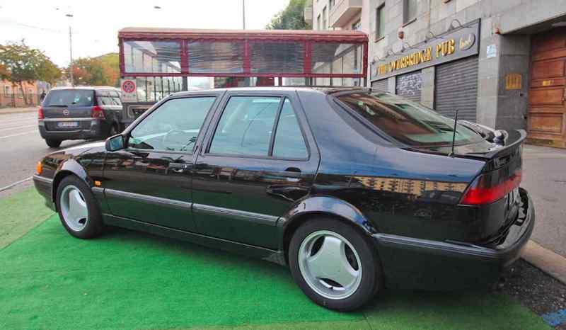 Il nero sembra molto buono sulla Saab