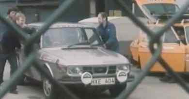 Segreto! Il reparto rally spinge una Saab 99 EMS fuori dalla sala!