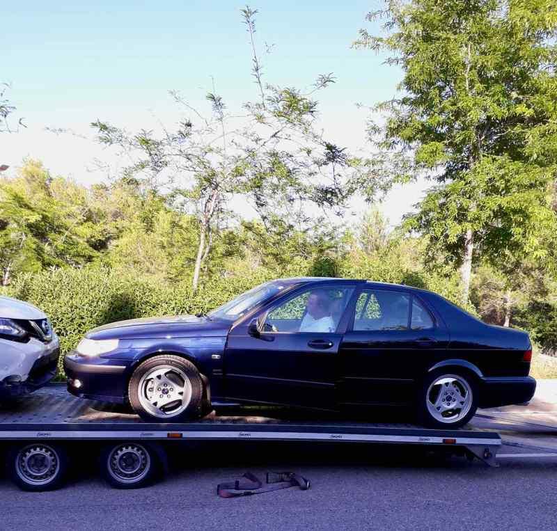 Der Saab wird aufgeladen