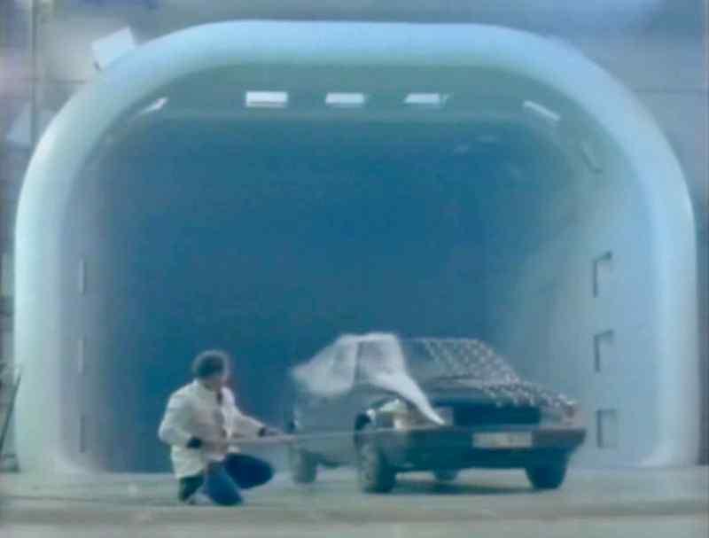 Saab 9000 im Wind- und Klimatunnel