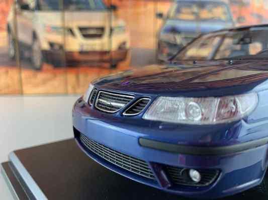 Griglia del radiatore con la migliore scritta Saab - fari a filigrana